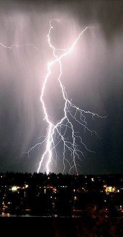 Lightning bolt! by Flickr user Jason Foster